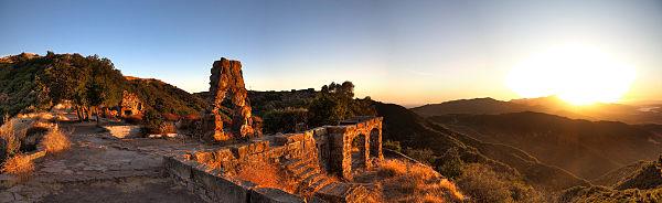 600px-Knapp's-Castle-Sunset-Pano-4.jpg